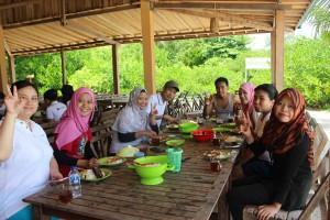 Santap Siang di Pulau Gede Kepayang