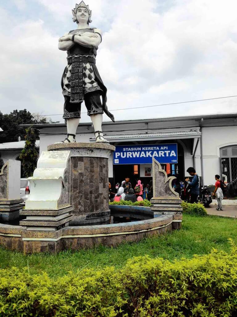 Patung di Stasiun Purwakarta