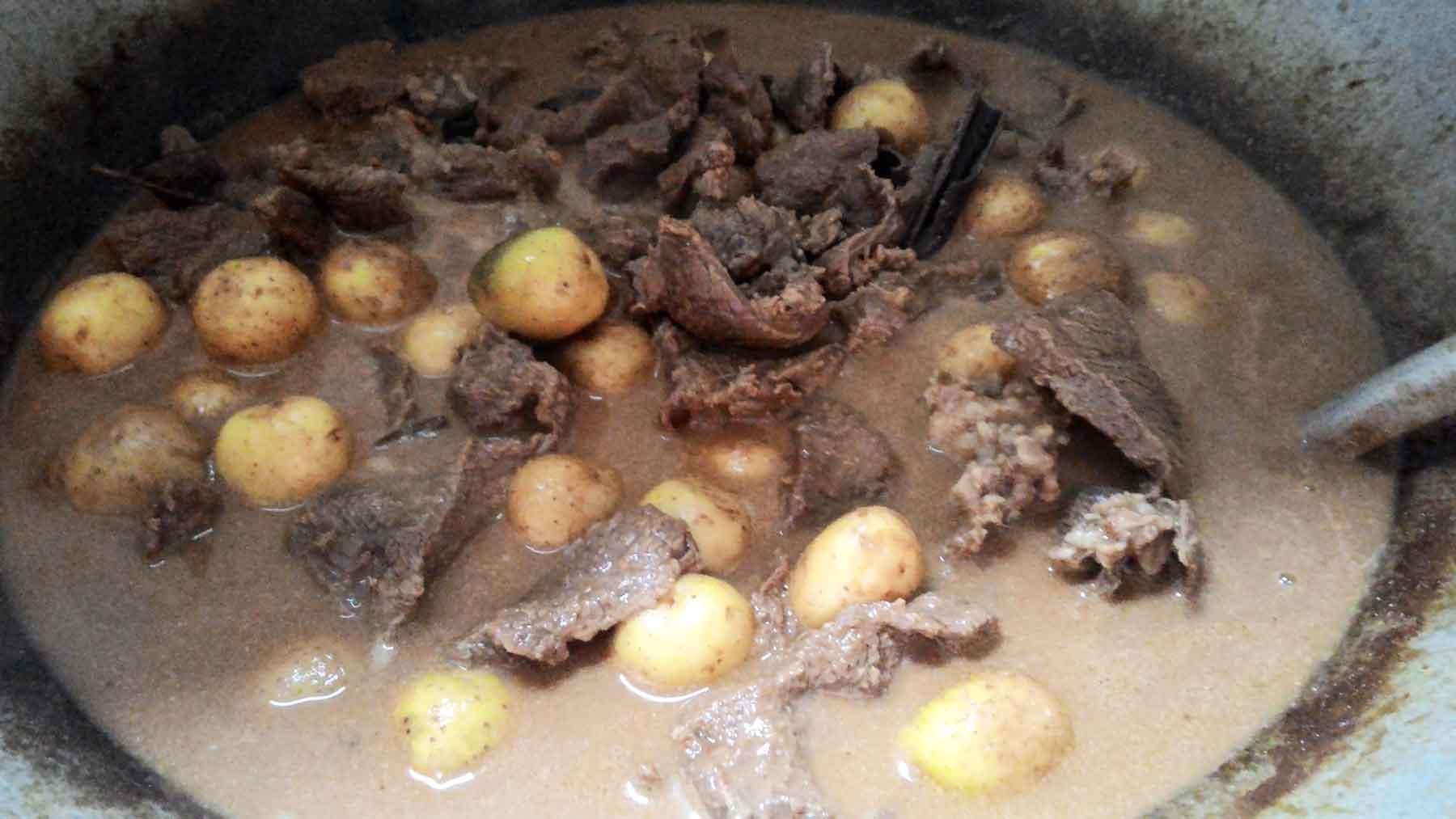 proses rendang daging kerbau   galeri foto   borukaro story