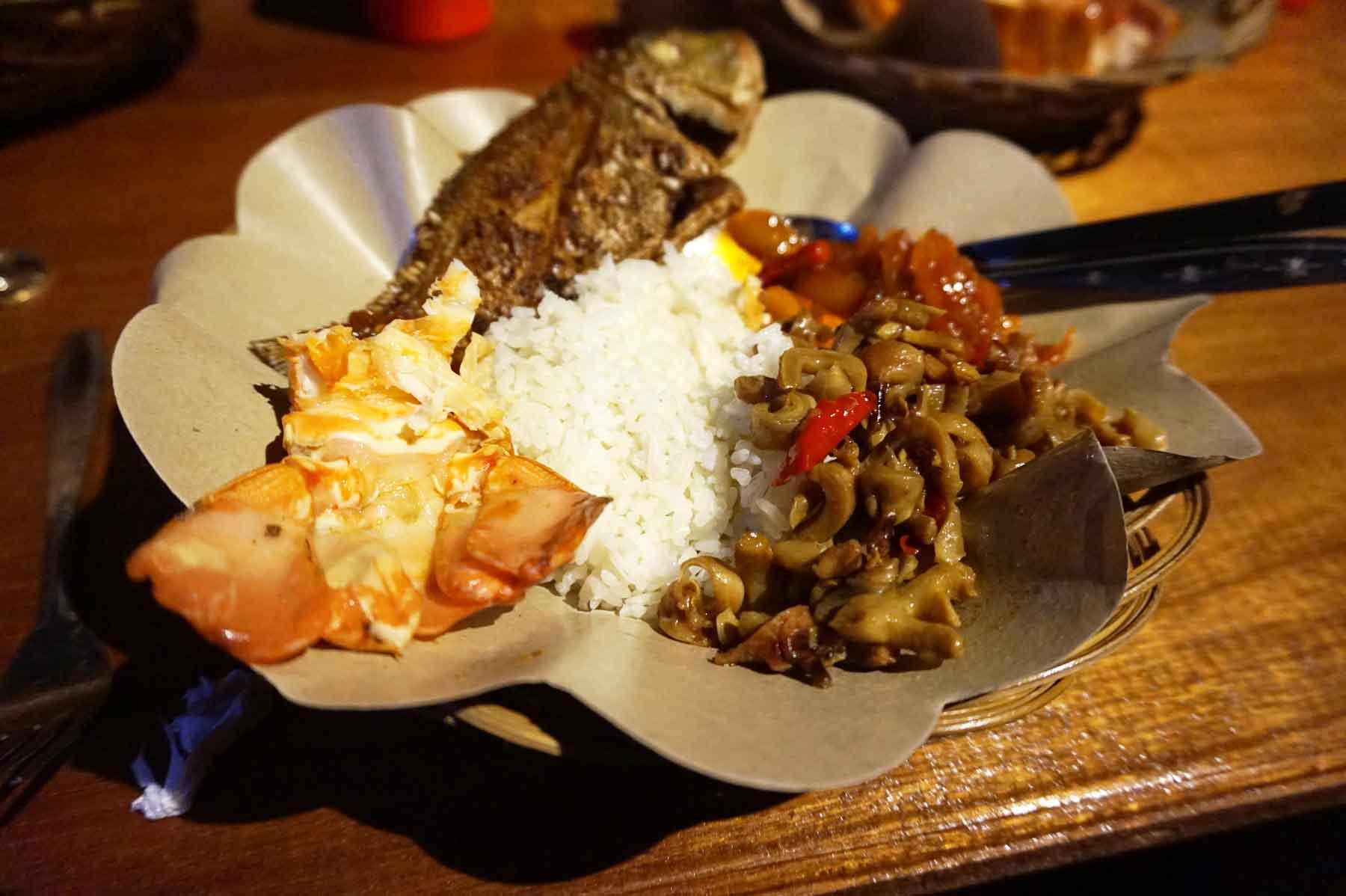 """Menikmati Makanan """"Rasa Indonesia"""" di Pulau Derawan"""