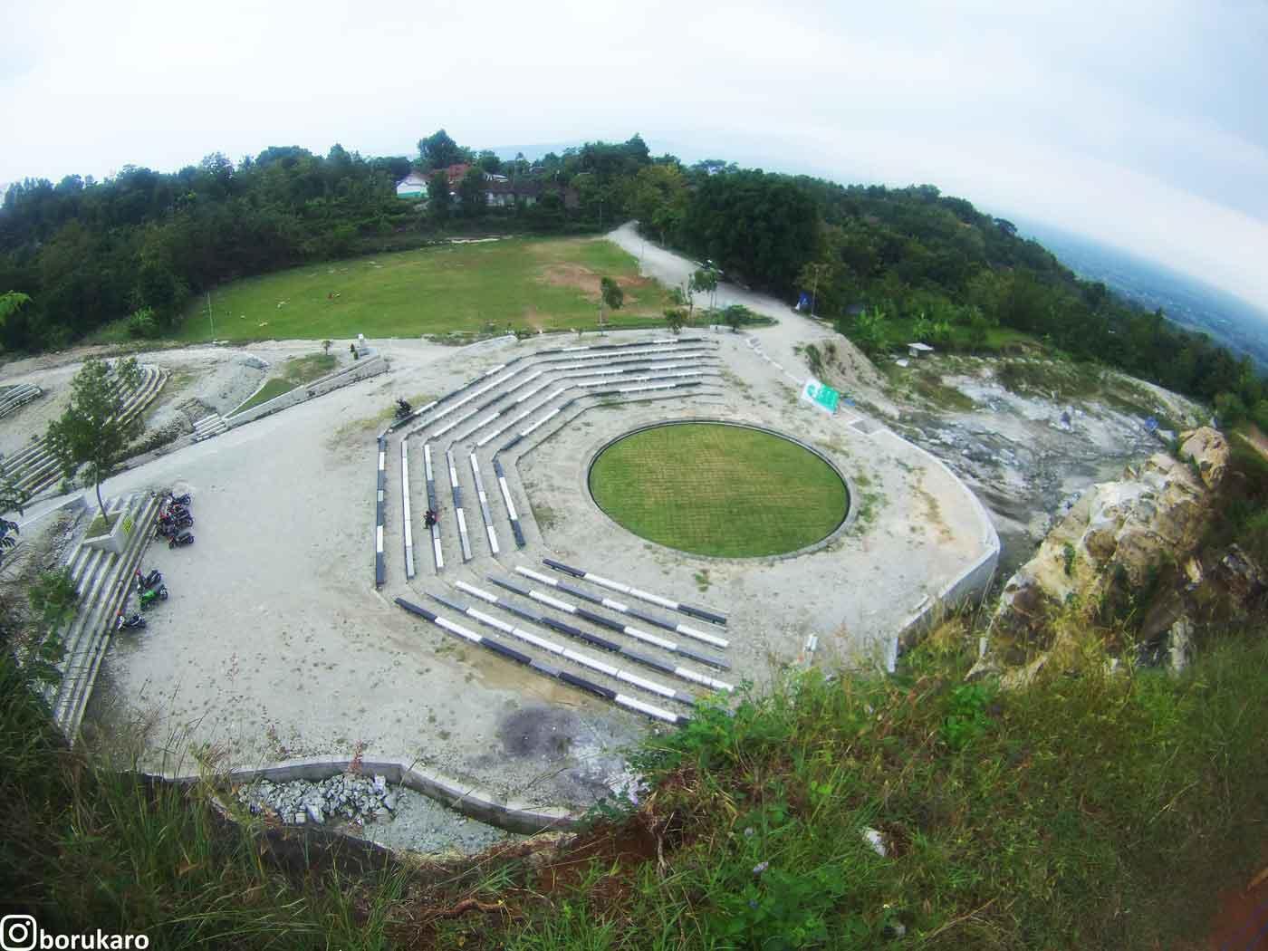 Tempat duduk yang disediakan di Tebing Breksi jika di lihat dari bukit