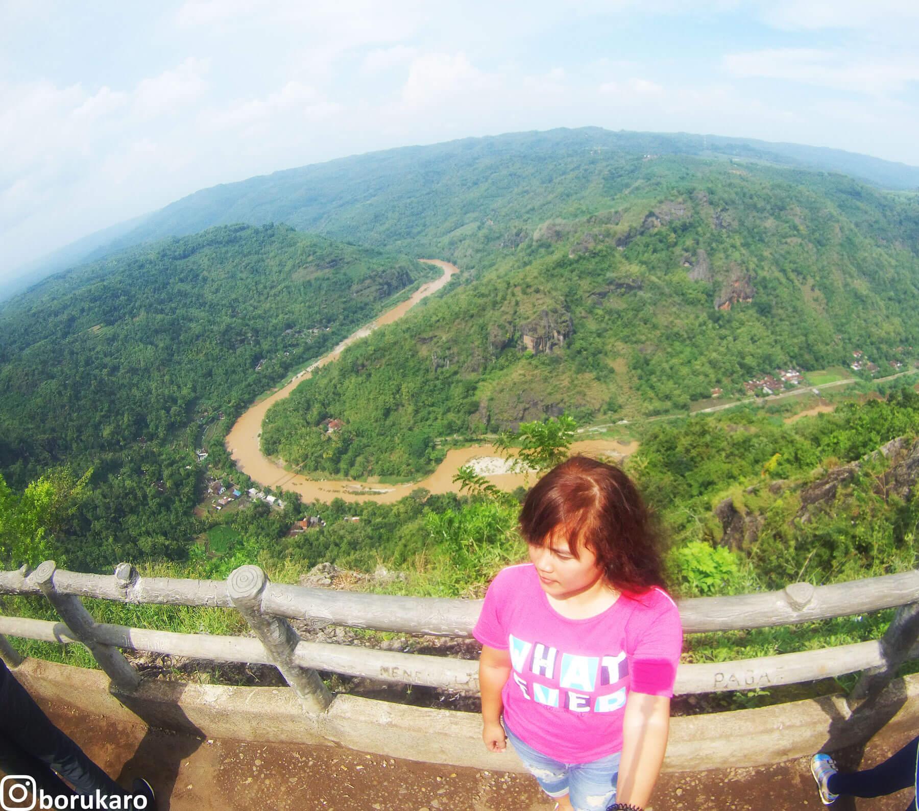 Memandang Sungai Oyo dari Puncak Kebun Buah Mangunan