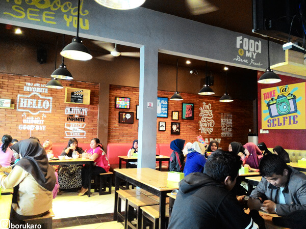Suasana di Cafe