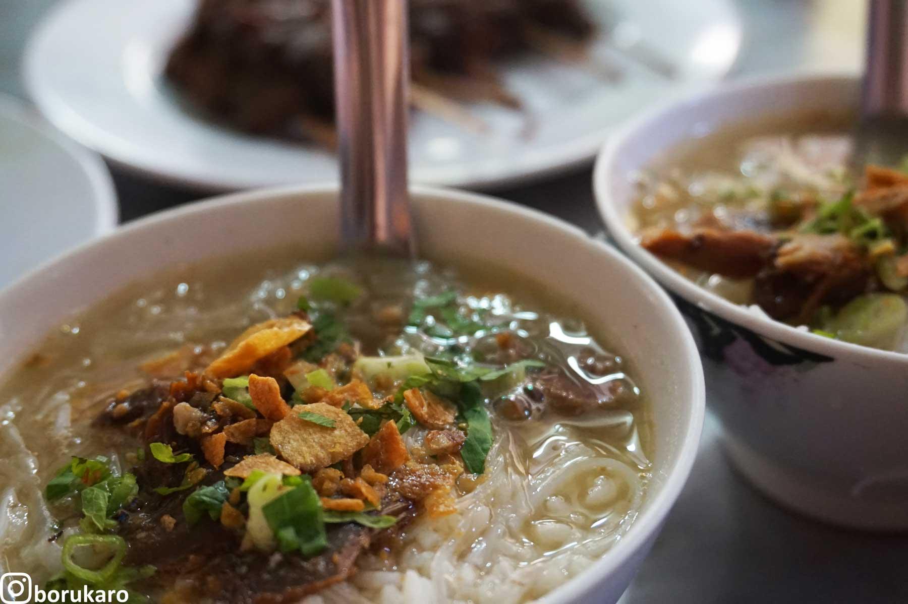 Makan Soto Pakai Nasi