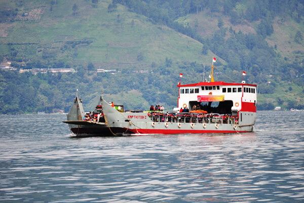 Lengkap!!! Harga dan Jadwal Keberangkatan Kapal menuju Pulau Samosir