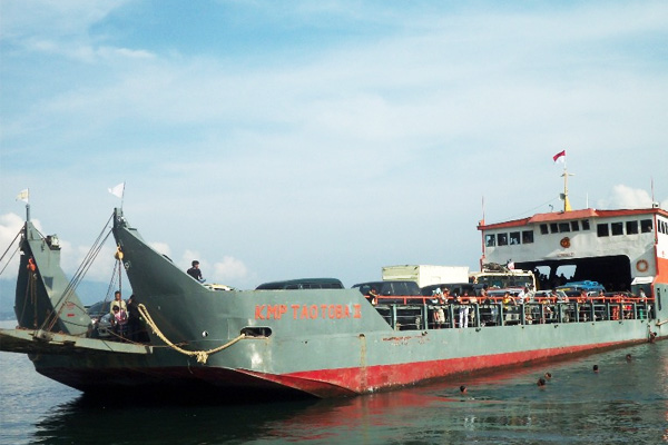 Kapal Ferry Tomok