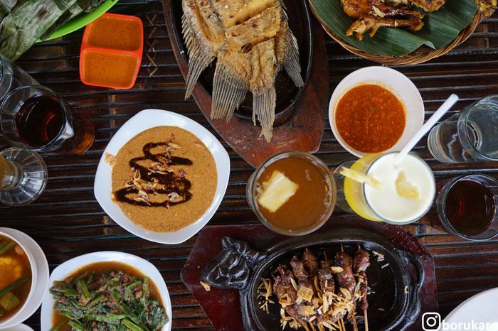 Makan Nikmat di Saung Gawir Ciwidey Bandung