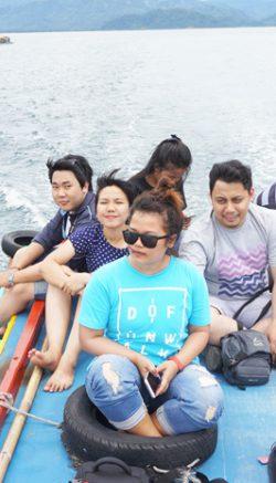 Kami duduk di atas kapal